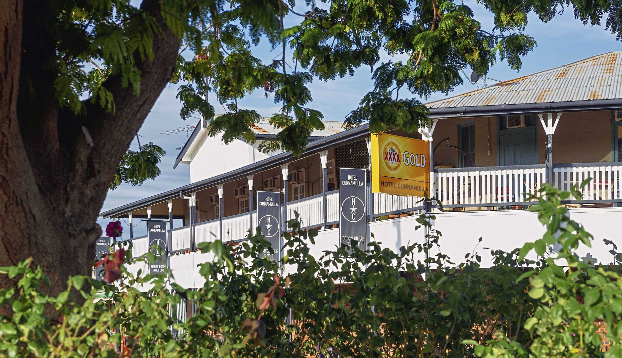Accommodation and Restaurant Meals in Cunnamulla Queensland.